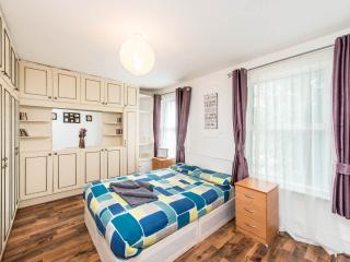 Spacious 4 Bedroom House W12 Goldhawk RD, London