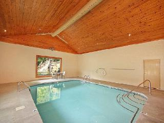 Luxury 2 Bedroom Pigeon Forge Cabin Just Steps to Indoor Pool, Sevierville