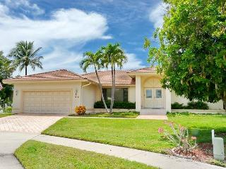 Waterfront house on key lot with unmatched water view and big heated pool, Marco Island