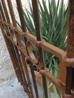 Portail d'entrée de la propriété , reproduit selon un modèle ancien.