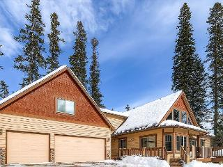 Spectacular Private 5BD Home Near Suncadia|Hot Tub, Heated Game Room | Slps14, Cle Elum