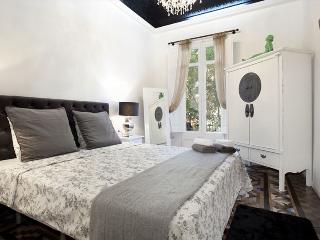 Magic Snowwhite Apartment in Heart of Eixample