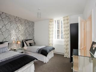 Second twin bedroom & ensuite