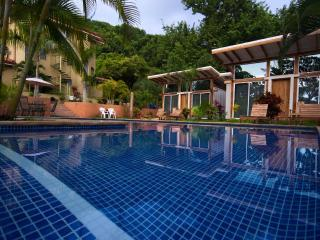 Affordable Private Comfort, great for small groups, Santa Teresa