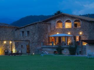Spacious property with views of the Pyrenees, La Vall de Bianya