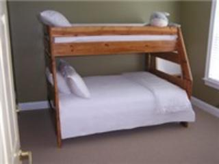 4 º dormitorio con un completo y una cucheta doble.