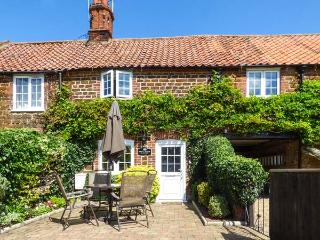 KATH'S COTTAGE, with a garden in Heacham, Ref 4040