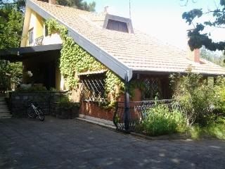 villa singola su tre piani con pineta, piscina, Nicolosi