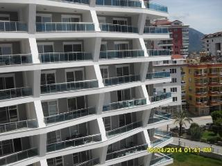 1+1 APARTMENT WITH 5 STAR HOTEL FACILITIES, Alanya
