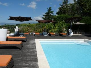 Villa des Collines, Luxury 7 Bedroom Home with Sea Views