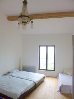 Hauptschlafzimmer mit Lüster
