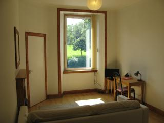 Sunny Holiday Apartment in Morningside, Edinburgh