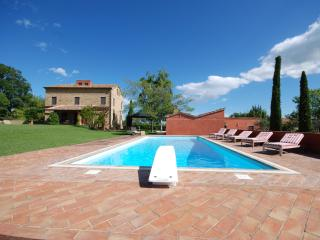 Casa Corviello - A beautiful family house with private pool and grounds, Gualdo