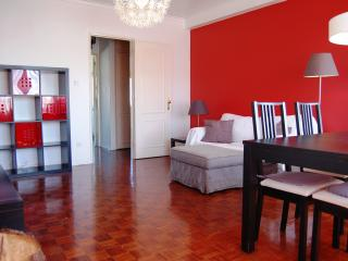 charming apartment close to carcavelos beach, Carcavelos
