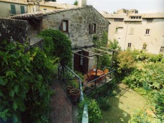 casa autonoma in antico villaggio, Bassano in Teverina