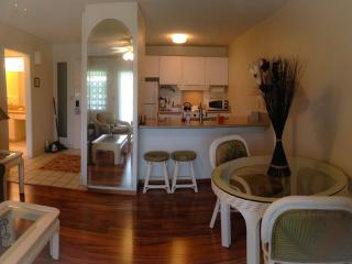 Beach Front Resort,AC,Full Kitchen, Free Parking &WIFI