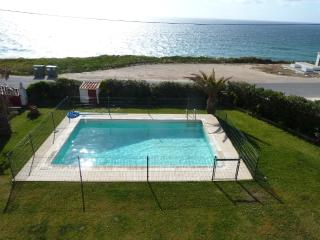 6 bdr splendid front beach Villa,45min from Lisbon