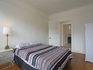Top Floor Furnished 2BR/1BA  Nob Hill Great Value!, San Francisco