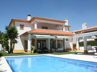 Villa with swimming pool in Azeitao near Lisbon