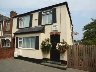 Central Exeter CH 4 Bed Home -Parking-WiFi-Garden