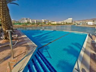 Luxury Apt w/ shared Pool n/ Beach, Eilat