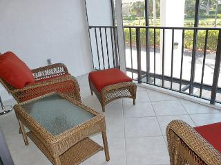 Perfectly located condo w/ heated pool across the street from South Beach, Marco Island