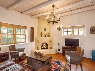 Two Casitas - Tecolote - Lovingly Furnished, Hot Tub, 6 blocks from the Plaza, Santa Fe