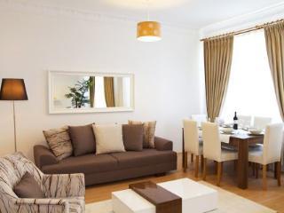 BUDGET & LUXURY 3 BEDROOM TAKSIM APARTMENTS HOTEL, Istanbul