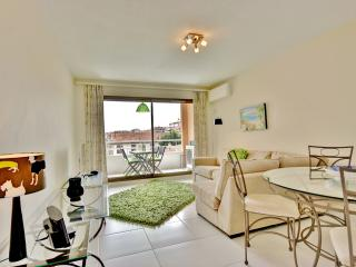 NEW! 2 bedroom luxury apartment, great location!, Antibes
