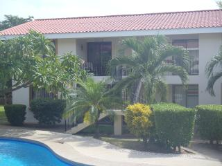 "Great location - Great Condo ""Beach Walk"", Playas del Coco"
