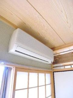 Brand new air-condition/heater. So powerful and silent!