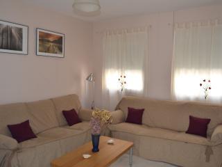 Light sunny comfortable appartment   in Nervion, Sevilla