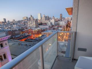Dazzling 2bed / 2bath Penthouse with Parking, São Francisco