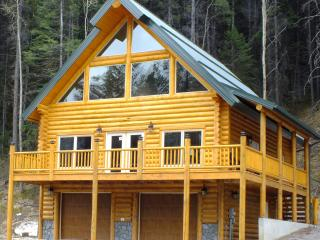 The One - Mountain View brand New log house, Crowsnest Pass