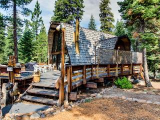 Home among the pines - close to skiing and the beach on a quiet cul-de-sac!, Kings Beach