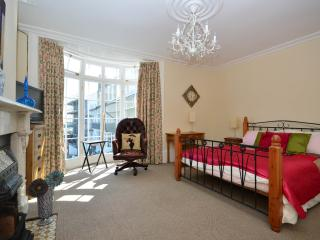 A lovely room, with kingsize bed. Views of the sea