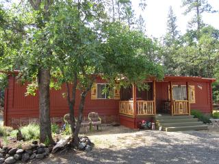 Trail Creek Shady Cove 2br 2ba Woods Country Cabin