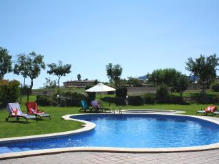 Villa au golf Bonmont à 10 minutes des plages!