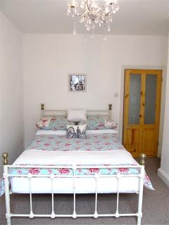 Double bedroom with dressing room and ensuite