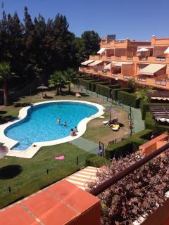 Vistas de la piscina desde terraza