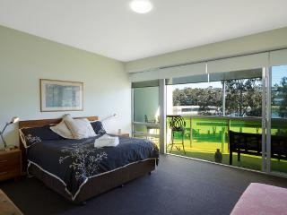 Lakeside Fishpen large 2 story, 2 b/room aptmnt, Merimbula