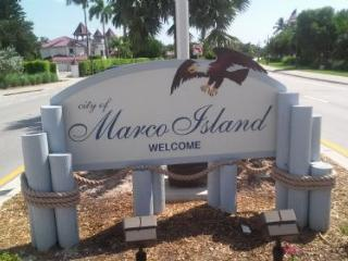Comfortable two bedroom Condo with Beach and City Views !, Marco Island