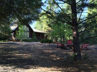 Gorgeous log cabin on 6.5 acres of tranquility amongst beautiful pine, pine, cypress, and redwood trees, Mountain Ranch