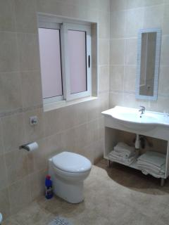 flat 8 bathroom