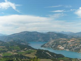 le lac de Serre-Ponçon vu du ciel