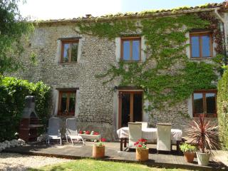 Chauffour Gites- La Grange spacious family cottage, Allemans