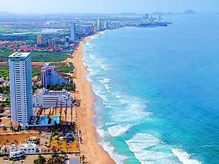 27th Floor Beachfront Luxury Condo, Mazatlán