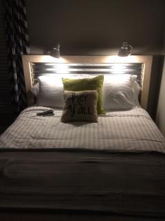 Queen Bed Bedroom 2