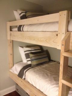 Twin Bunks Bedroom 2