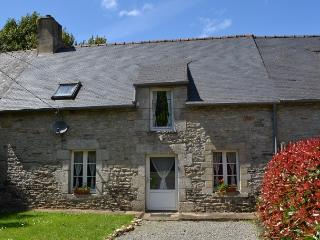 Pretty stone built rustic cottage near Josselin, Lantillac